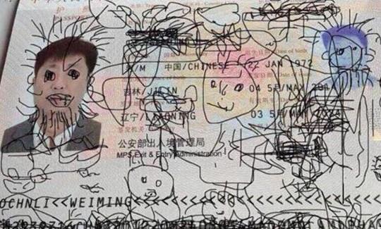 Pewien Chińczyk dał pobawić się paszportem swojemu dziecku. Plotka głosi, że nadal siedzi na lotnisku...
