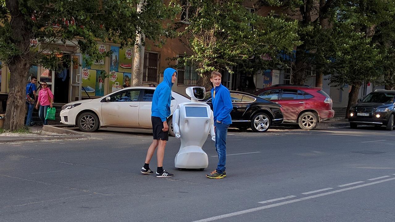 Robotowi pomagał ktoś z wewnątrz?
