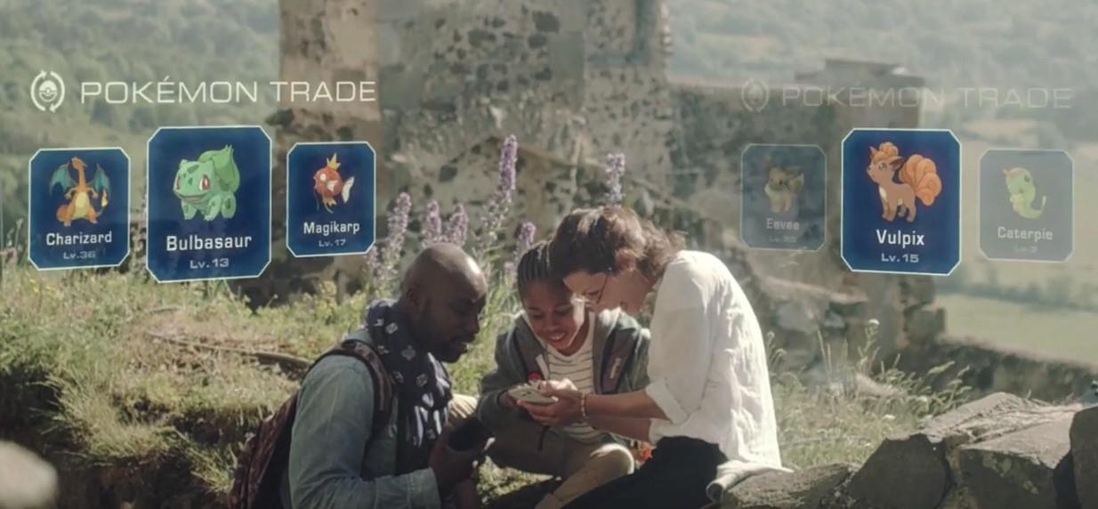 Gra wykorzystuje rozszerzoną rzeczywistość umieszczając stworki na mapie prawdziwego świata
