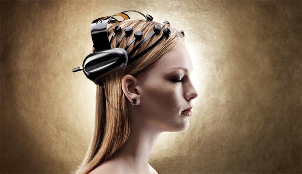 Proteza zbiera wszystki sygnały EEG