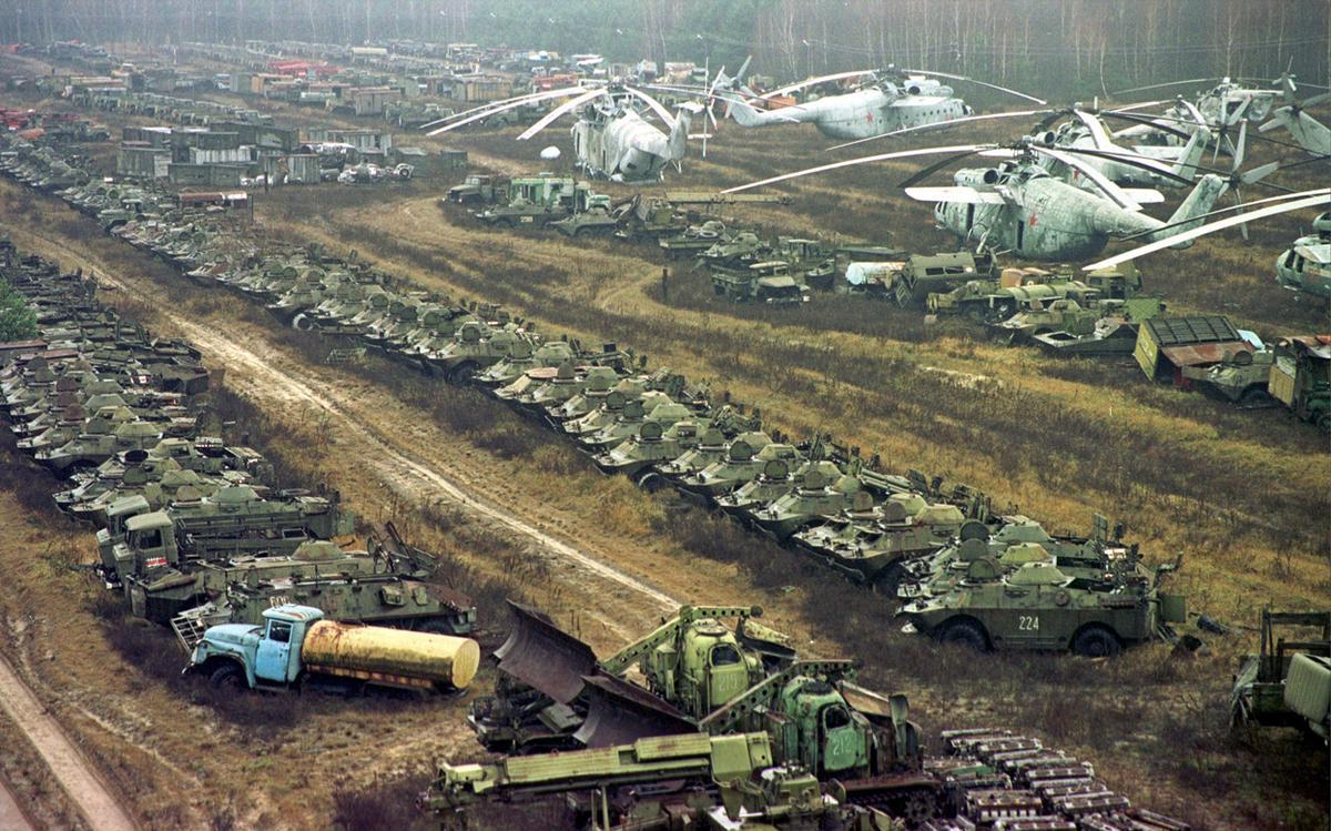 Cmentarzysko napromieniowanych pojazdów wojskowych niedaleko elektrowni