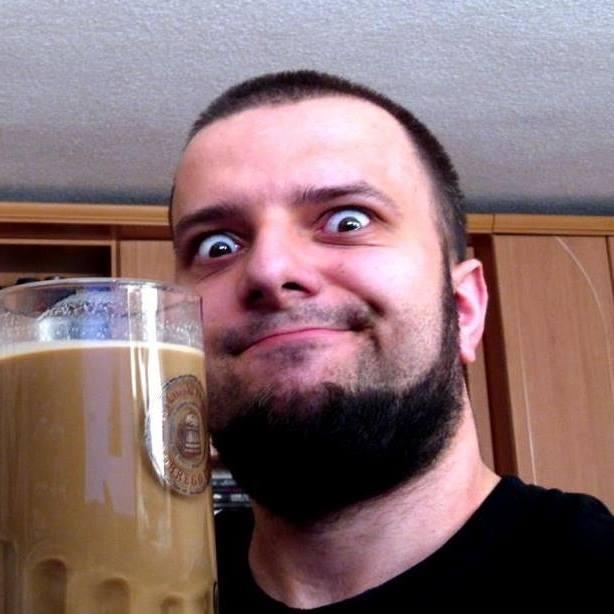 Nawet kawę pije z kufla : )