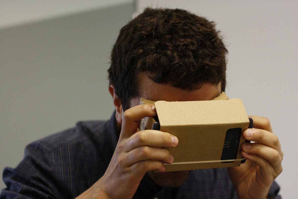 senior-editor-steve-kovach-took-google-cardboard-for-a-spin