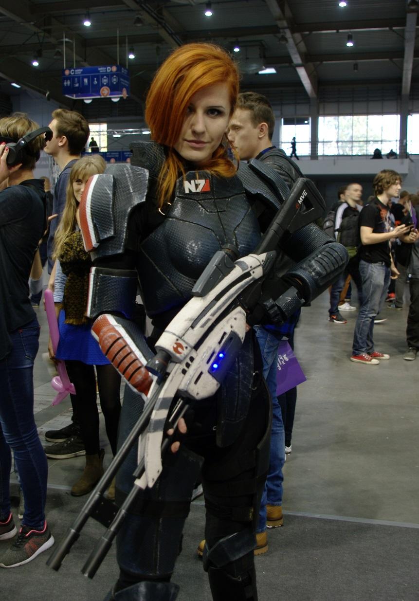 Komandor Shepard pilnowała porządku na stoisku GoPro