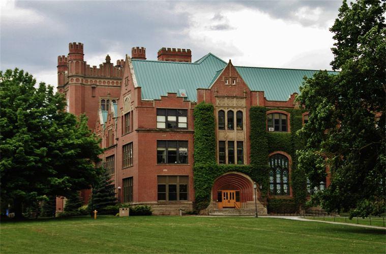 Uniwersytet Idaho... Chciałoby się w takich okolicznościach przyrody łapać Pokemony!