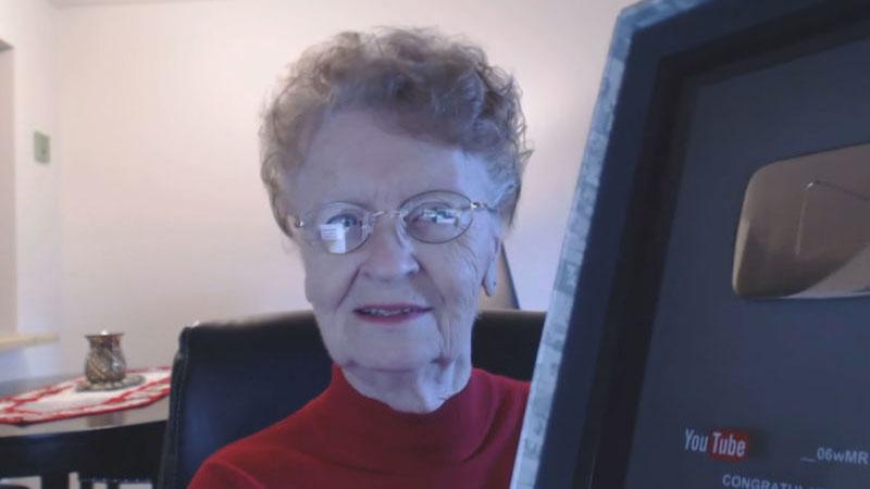 Marzenie każdej babci? Przycisk YouTuba!