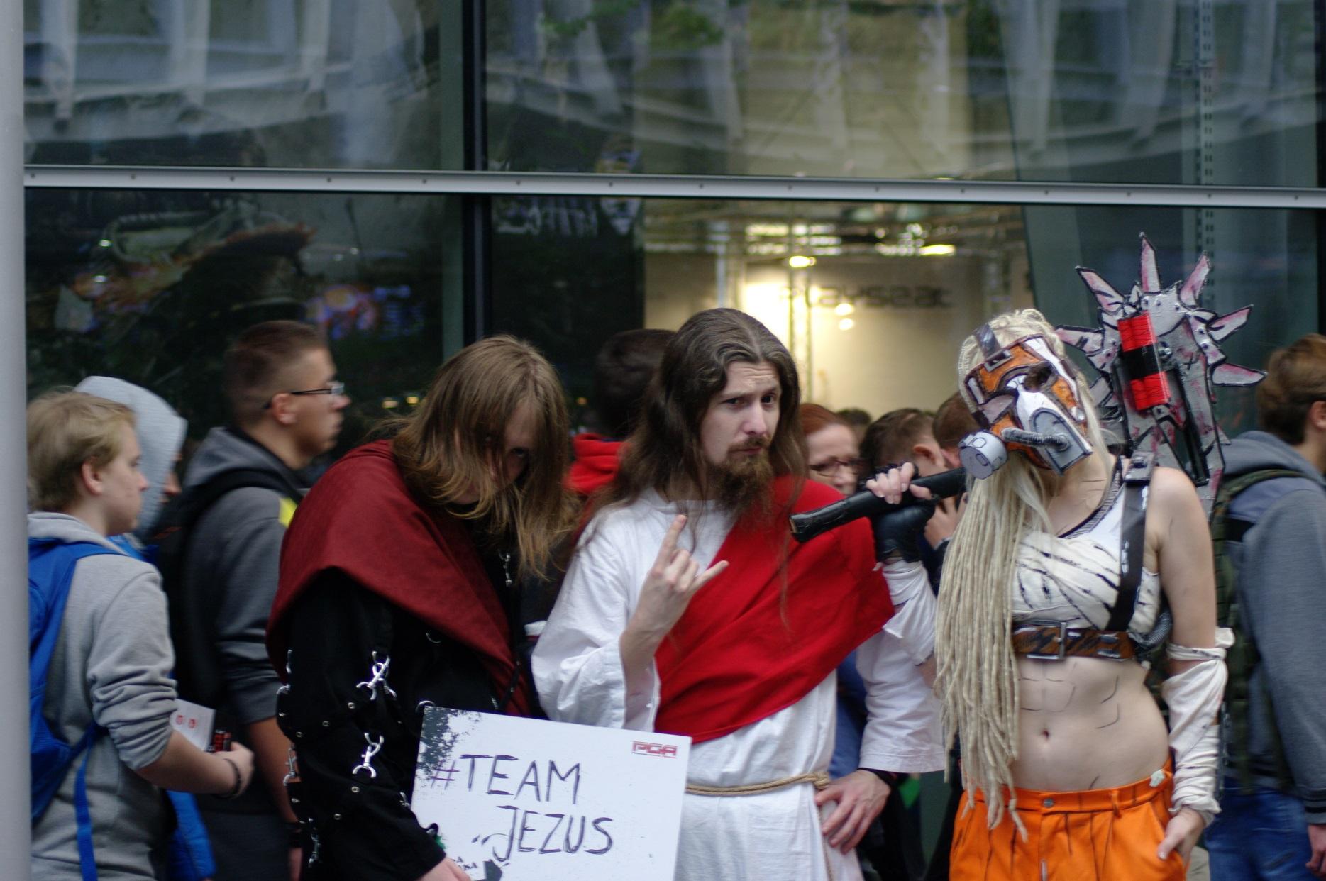 #TeamJezus. Kolejka po zdjęcie cały czas